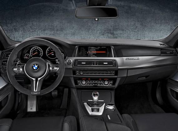 салон юбилейной BMW M5