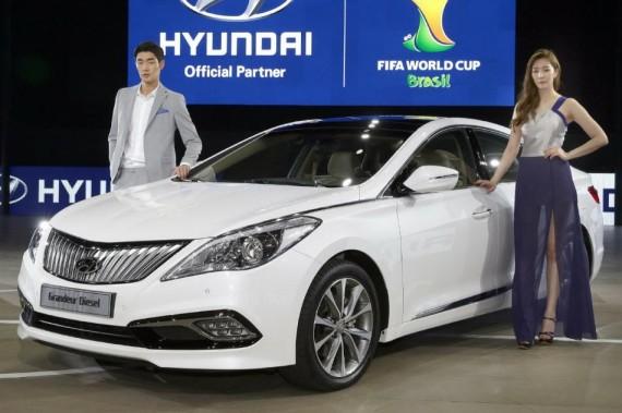 бампер и фары Hyundai Grandeur 2015 года