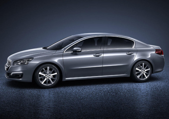 фото седана Peugeot 508 2015 сбоку