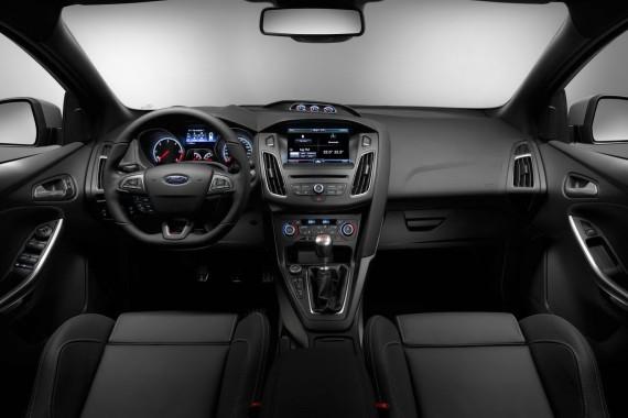 салон Ford Focus ST 2015