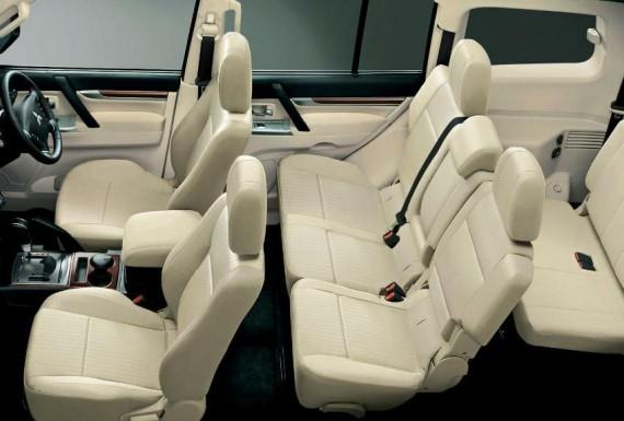 интерьер Mitsubishi Pajero 2015