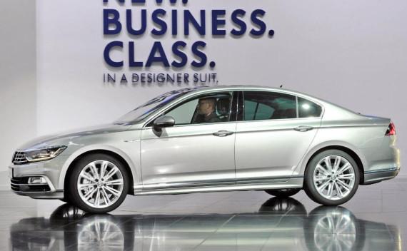 новый VW Passat 2015 сбоку