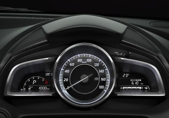 панель приборов Mazda 2 2015