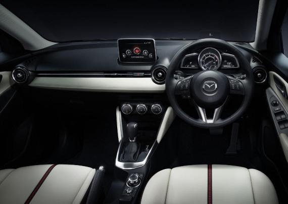 салон Mazda2 2015
