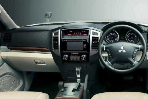 салон Mitsubishi Pajero 2015 года