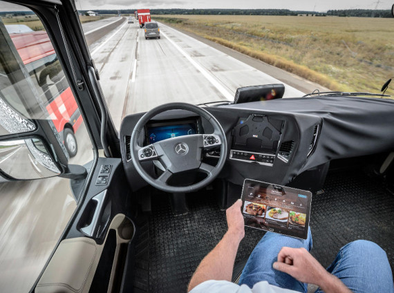 салон грузовика Mercedes Future Truck 2025