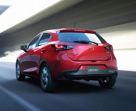 задняя часть Mazda Demio 2014