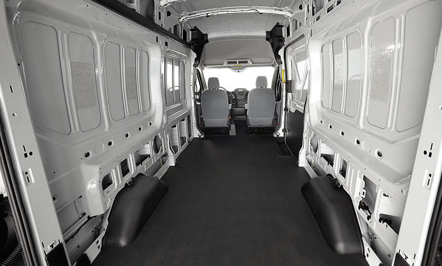 багажный отсек Ford Transit 2015