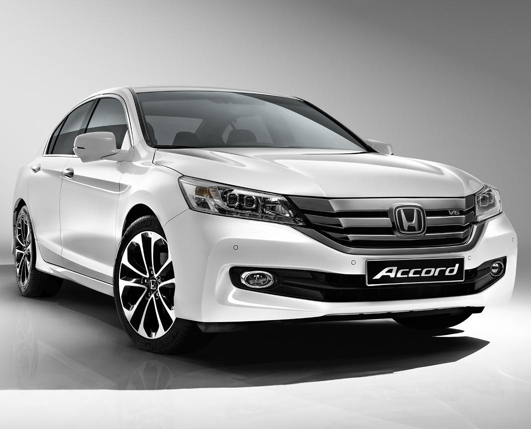 фары и бампер Honda Accord 2015