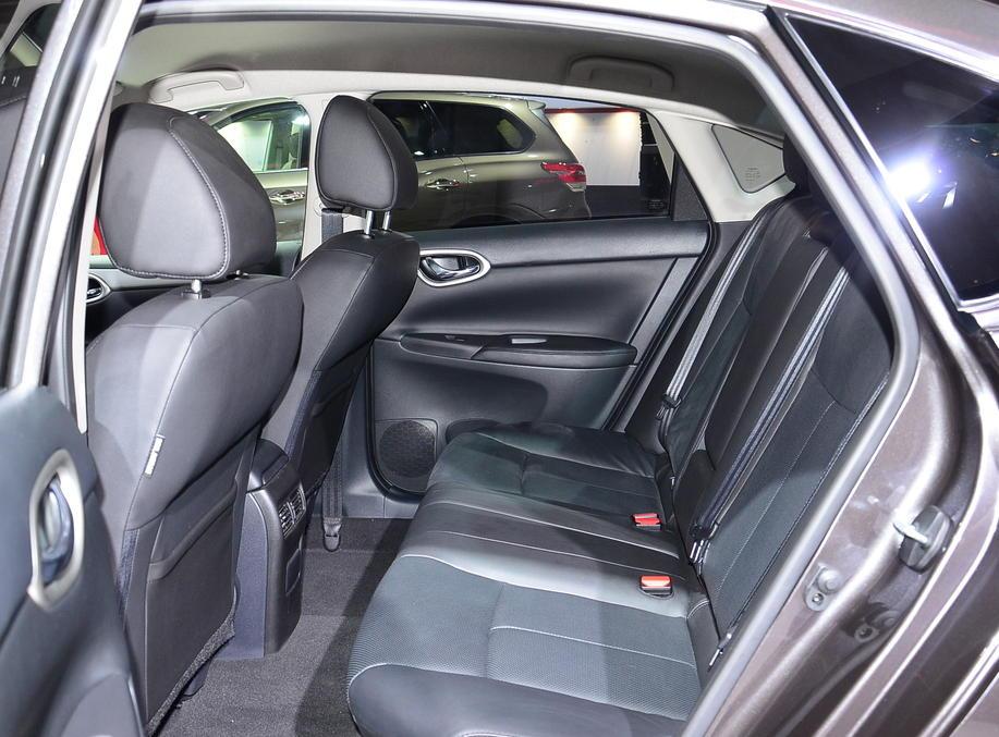 интерьер Nissan Sentra 2015