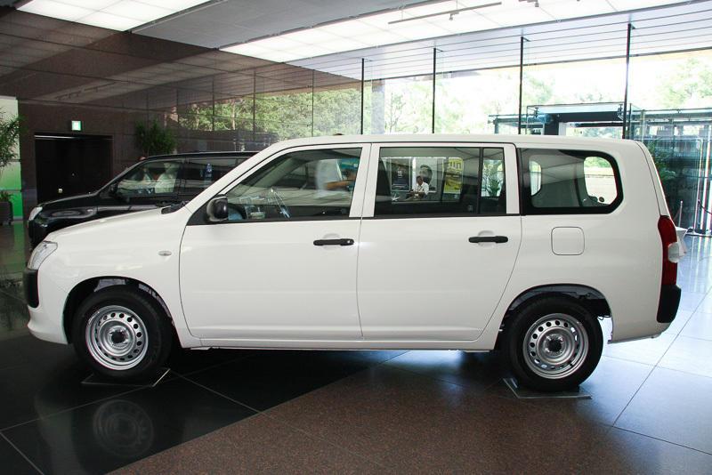 новый Toyota Probox Succeed 2015 сбоку