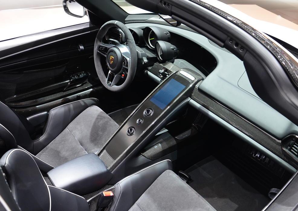 салон Porsche 918 Spyder 2015
