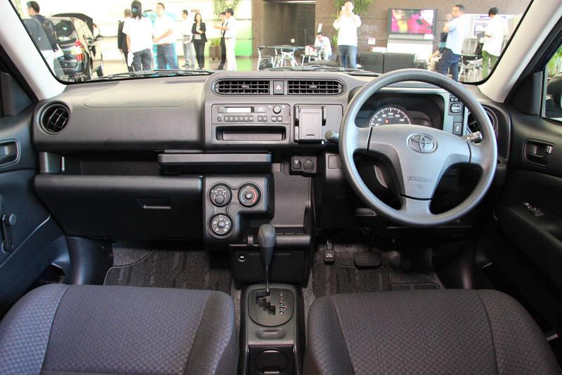 салон Toyota Probox 2015