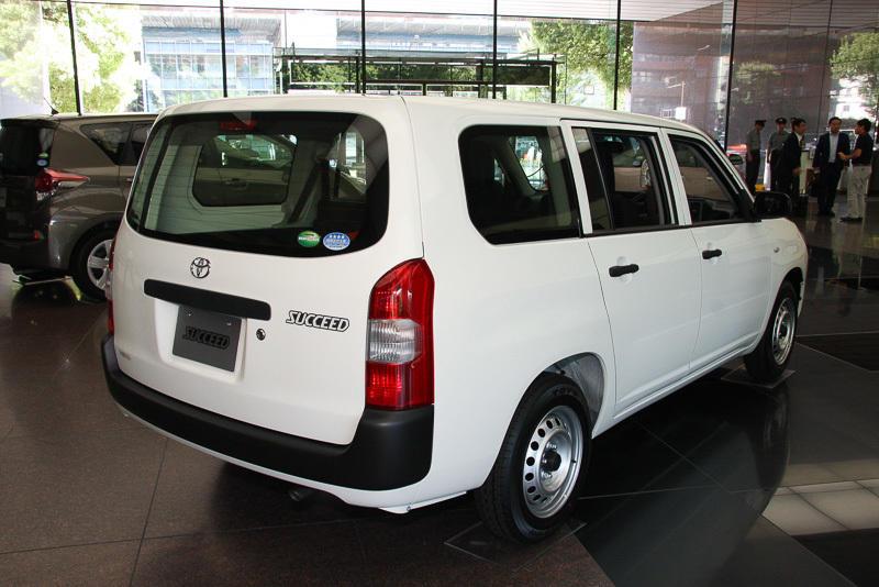 задняя часть Toyota Probox Succeed 2015