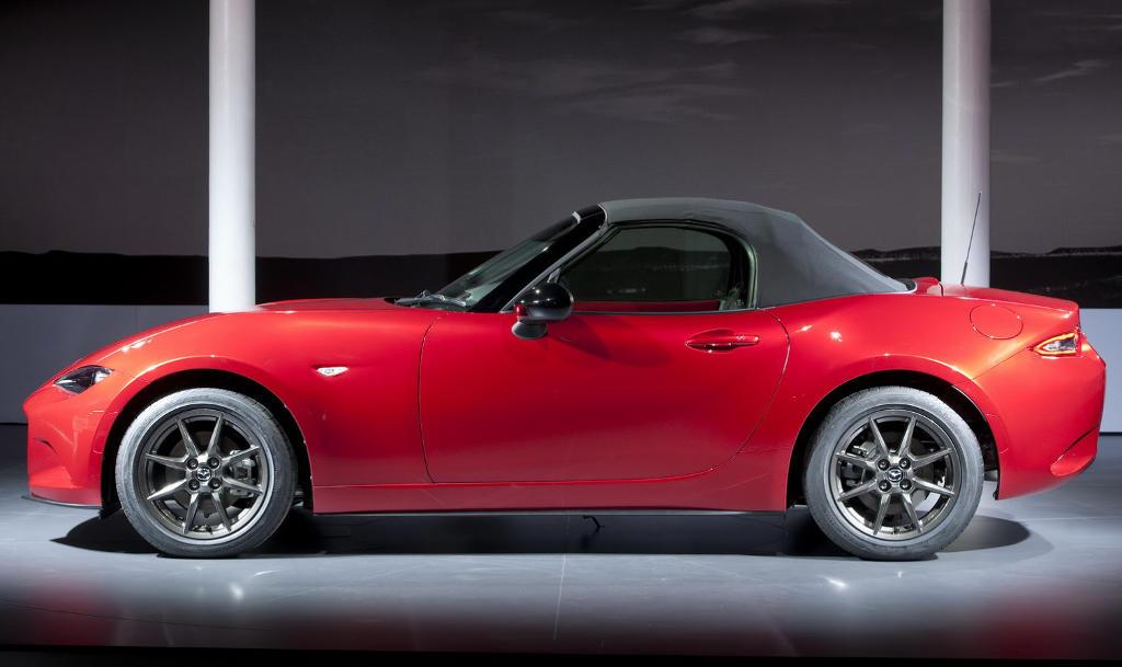 новая Mazda MX-5 2015-2016 сбоку
