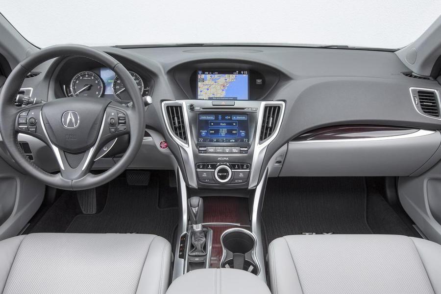 салон Acura TLX 2015 в России