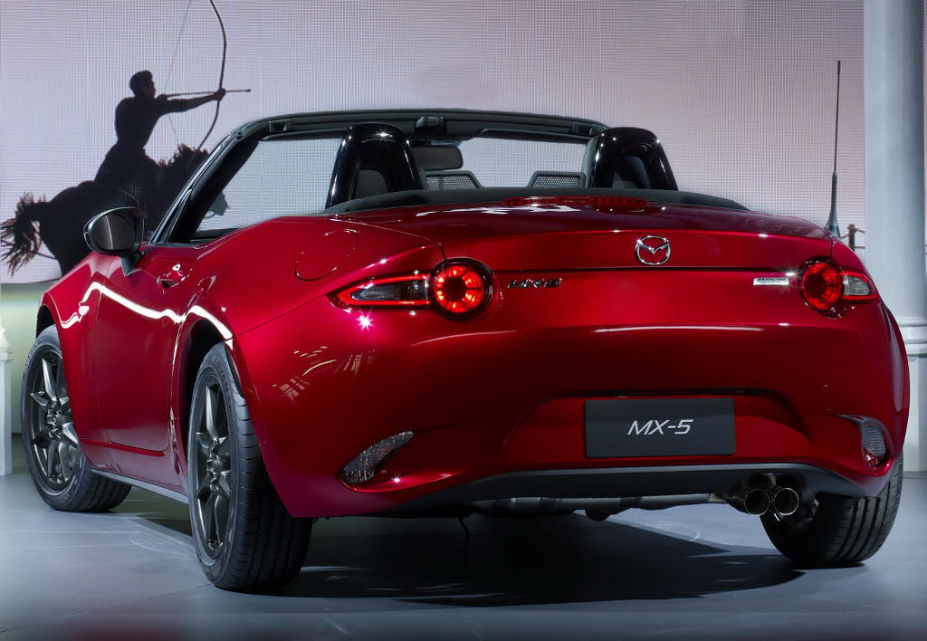 задняя часть Mazda MX-5 2015-2016