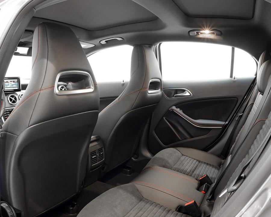 интерьер Mercedes GLA 2014 от Brabus