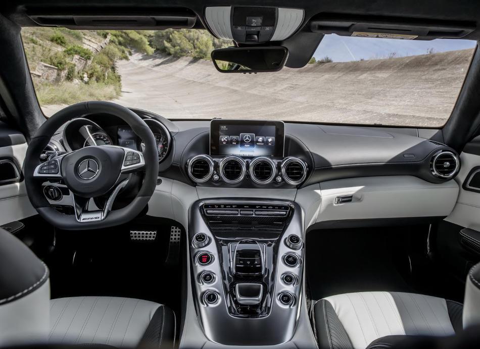 салон Mercedes-AMG GT 2015