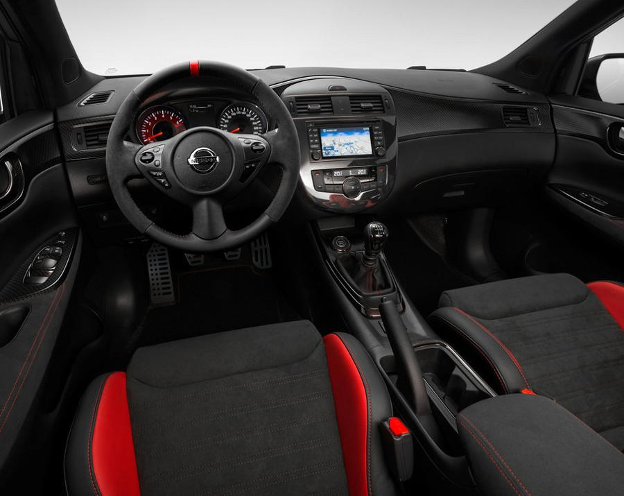 салон концепта Nissan Pulsar Nismo 2014