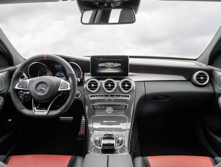 салон седана Mercedes C63 AMG 2015