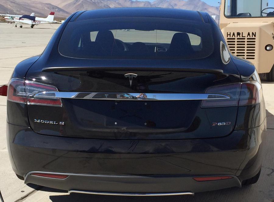 задняя часть Tesla Model S P85D 2015