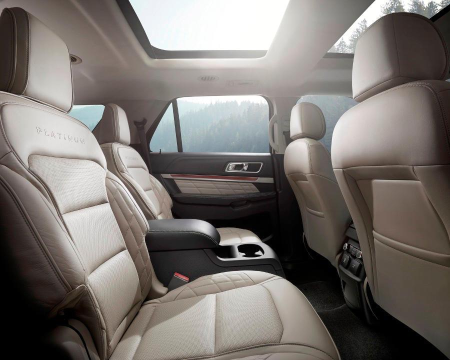 интерьер Ford Explorer 2016 года