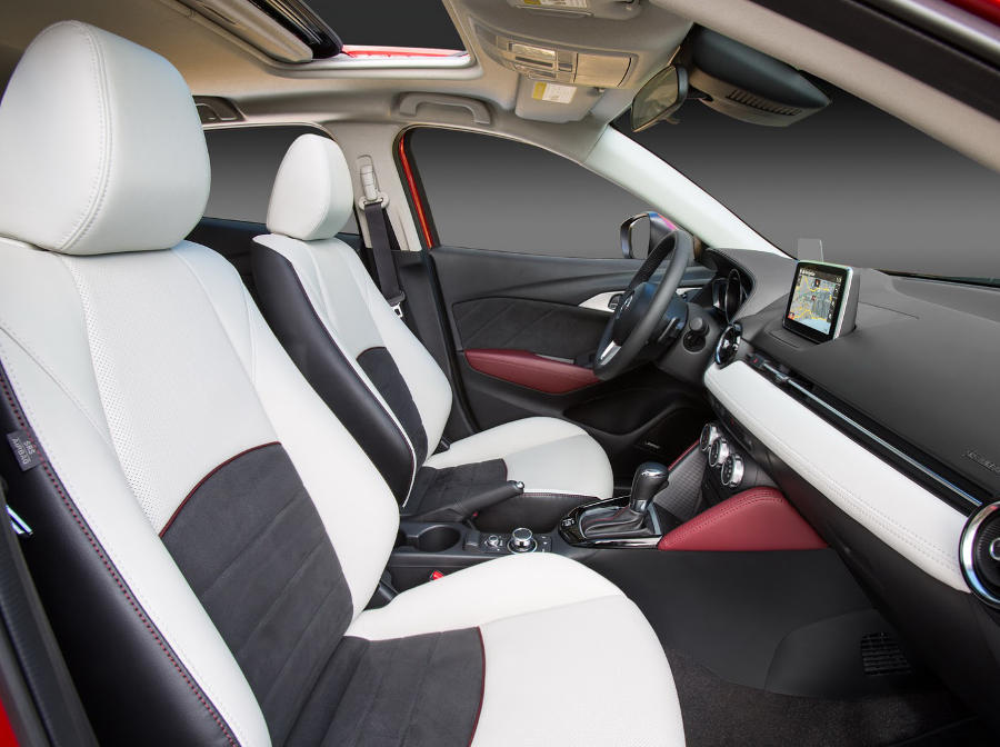 интерьер Mazda CX-3 2016