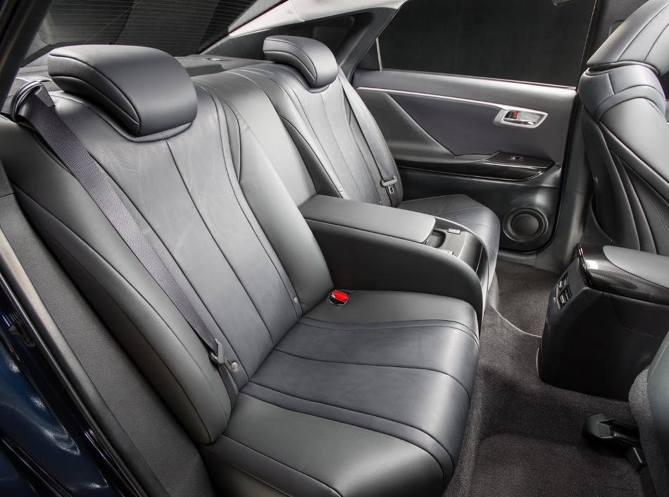 интерьер Toyota Mirai 2016