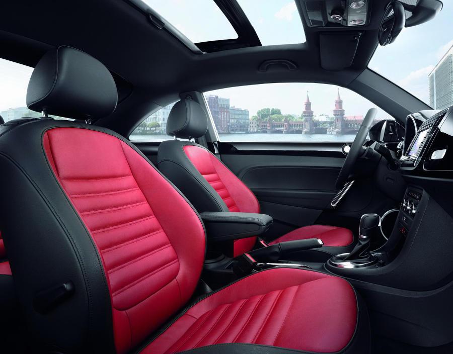 интерьер Volkswagen Beetle 2015