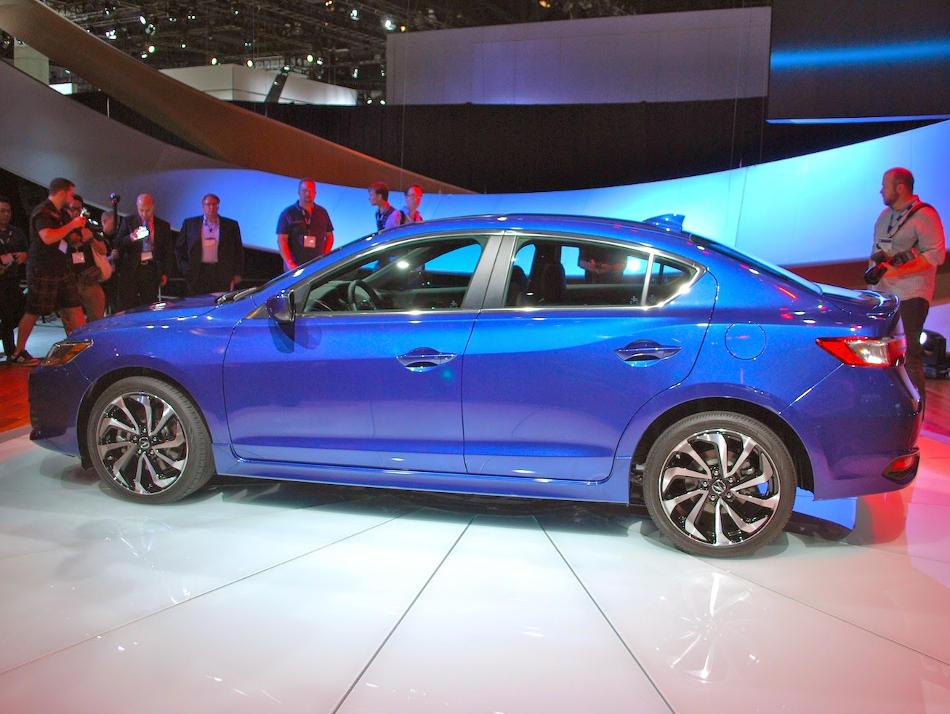новый Acura ILX 2016 сбоку