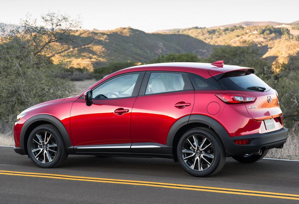 новый Mazda CX-3 2016 сбоку