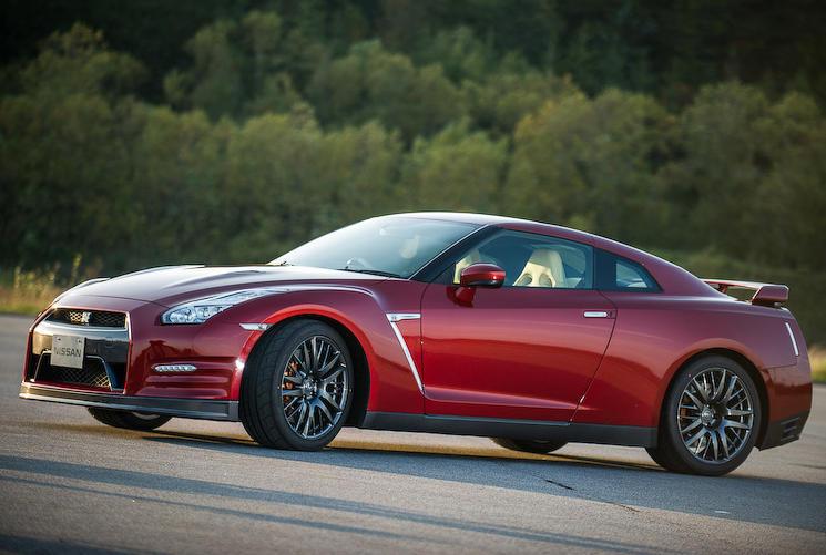 новый Nissan GT-R 2015 сбоку