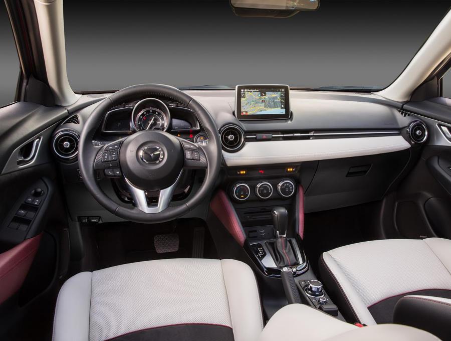 салон Mazda CX-3 2016