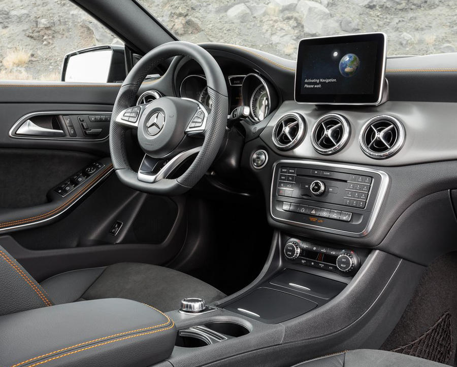 салон Mercedes CLA-Class Shooting Brake 2016