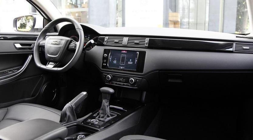 салон Qoros 3 City SUV 2015