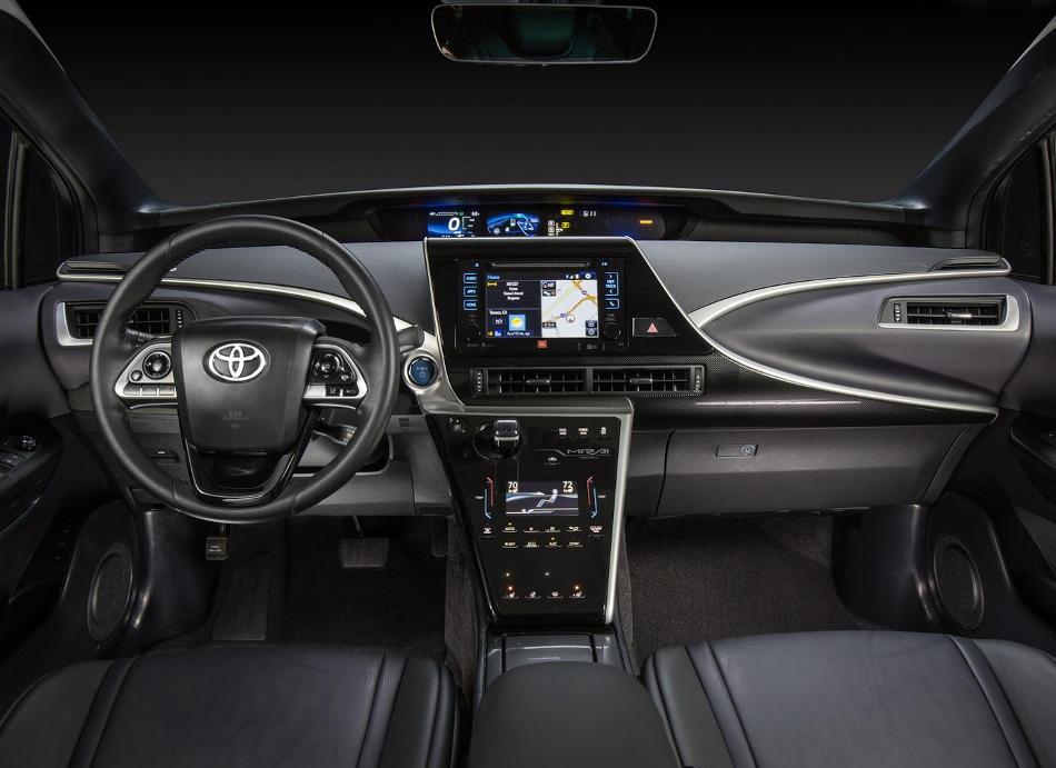 салон Toyota Mirai 2016