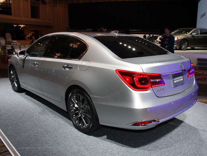 задняя часть Honda Legend 2015