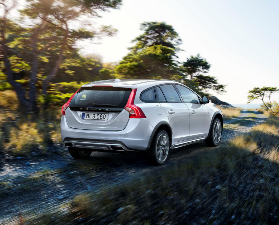 Volvo V60 Cross Country 2015 задняя часть
