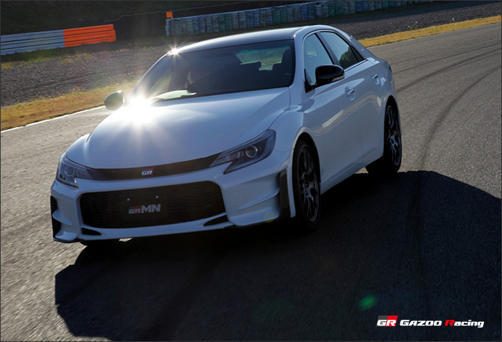 бампер и фары Toyota Mark X GRMN 2015