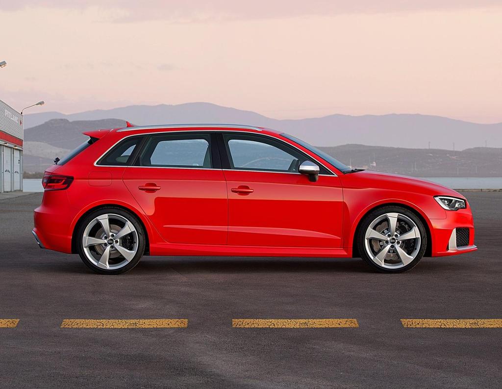 новый Audi RS3 Sportback 2016 сбоку