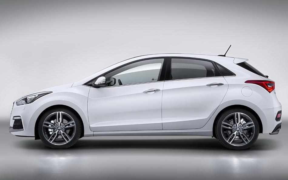 новый Hyundai i30 2015 сбоку