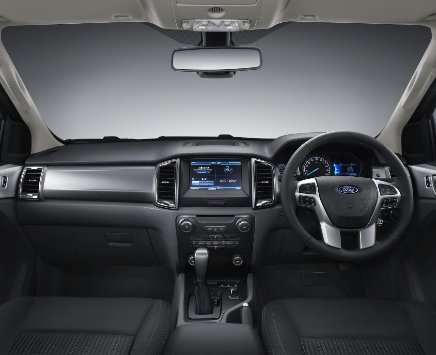 салон Ford Ranger 2016