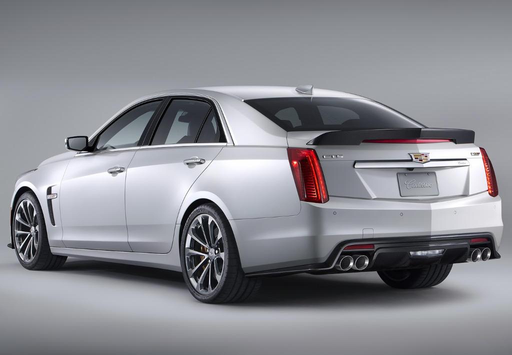 задняя часть Cadillac CTS-V 2016