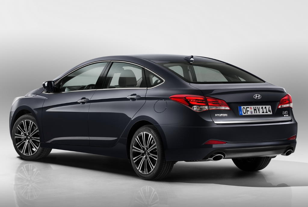 задняя часть седана Hyundai i40 2015