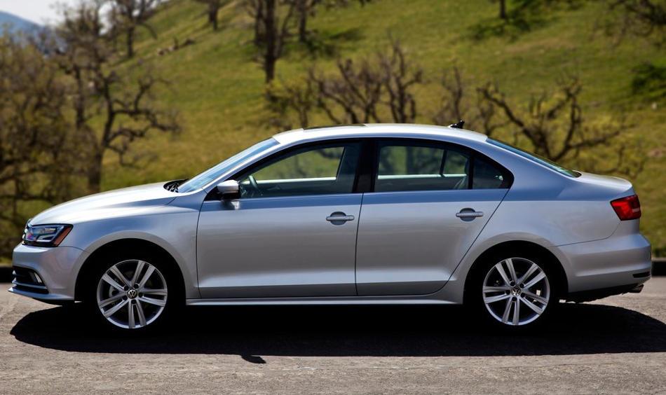 новая Volkswagen Jetta 2015 сбоку