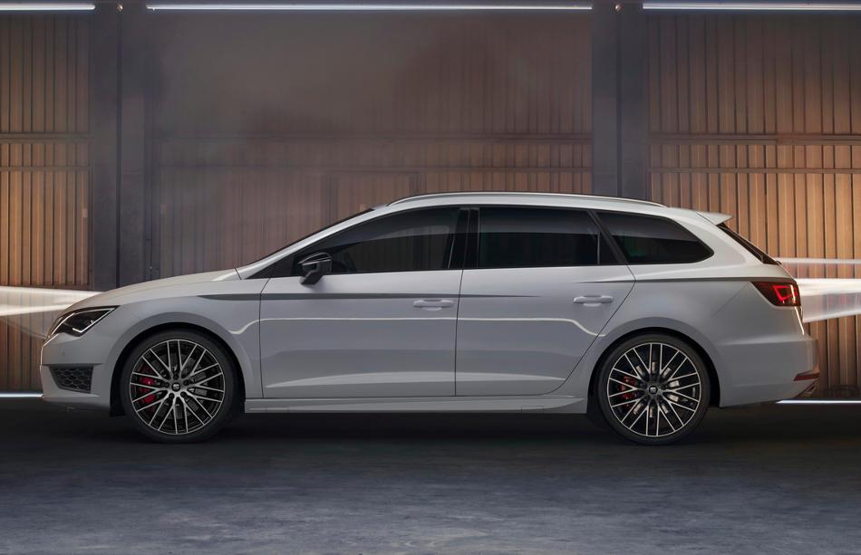 новый Seat Leon ST Cupra 2015 сбоку