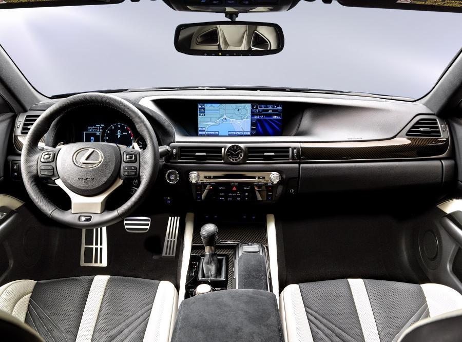 салон Lexus GS F 2016 года
