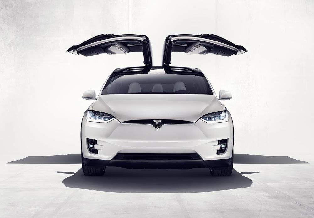 фары, бампер, решетка Tesla Model X SUV 2016
