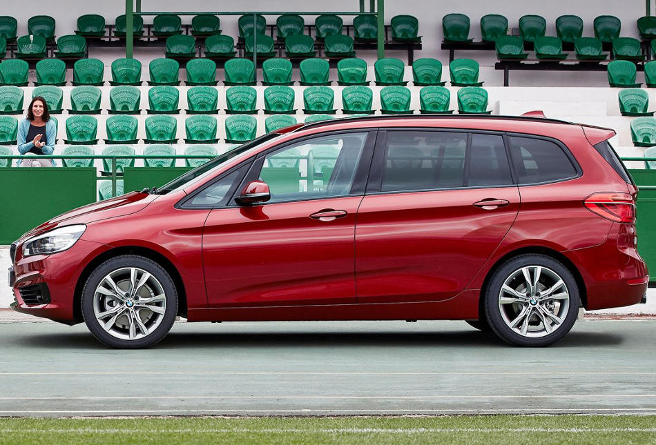 новый BMW 2-Series Gran Tourer 2016 сбоку
